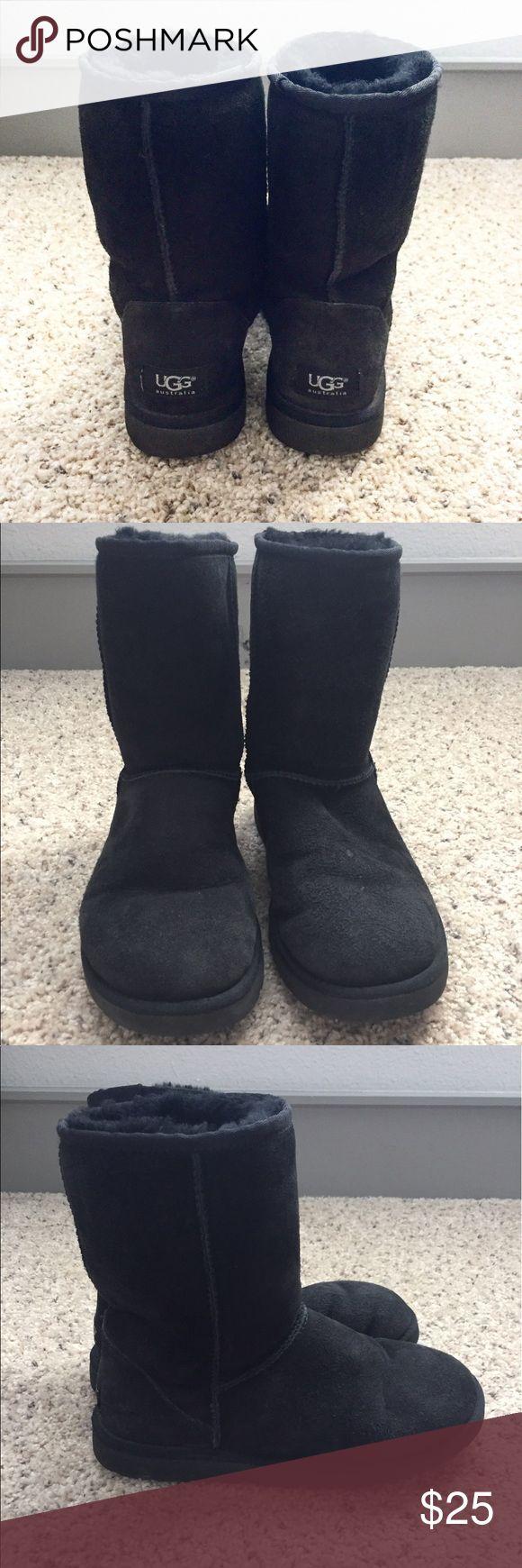 UGG Classic Short (Black) Lightly Worn UGG Classic Short (Black) UGG Shoes Winter & Rain Boots
