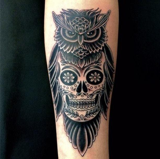 die besten 25 eulen sch del tattoos ideen auf pinterest totenkopf tattoo design. Black Bedroom Furniture Sets. Home Design Ideas