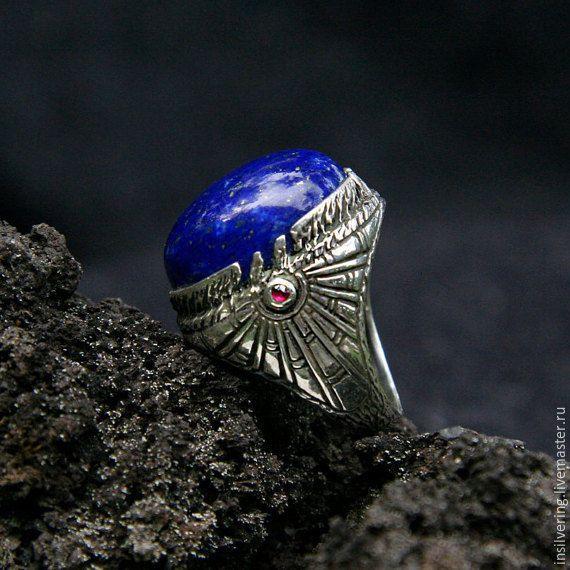 """Купить Серебряное кольцо """"Ра"""" с лазуритом и 2 рубинами, мужское кольцо - кольцо из серебра лазурит"""