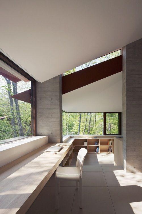 Beautiful long lines of te desk cum shelves. Villa K by Matsue Hayakusa Cell…