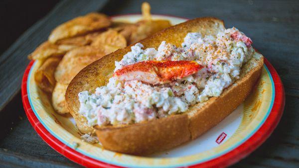 Lobster Roll @ Harbor Galeere, Critter Country 15 Atemberaubende Disneyland Foods und …