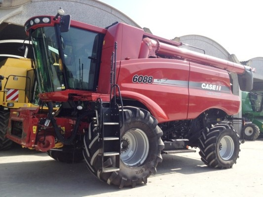 A new combine harvester from Case IH - that's what we call an amazing farming equipment ! http://www.agriaffaires.co.uk/used/1/combine-harvester.html