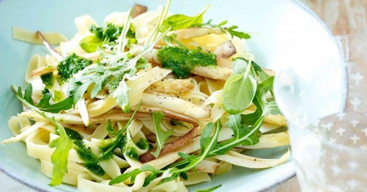 Feestelijke pasta met balsamico asperges en rucolapesto