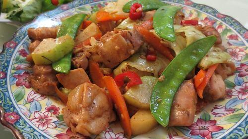 李さんの貝柱入りのオイスターでこくまろ! 紹興酒でモロ中華、お酒だと食べやすい日本中華、、 今日はで! でもビールがすすむ感じですご飯もね *玉ねぎサラダ*辛いわかめ玉子スープ - 172件のもぐもぐ - 鶏と野菜の中華炒め by ふか