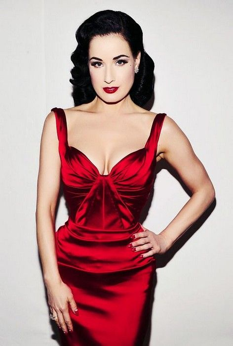Lady in Red Glamsugar.com Dita Von Teese in Zac Posen