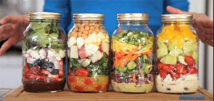 Przepisy na bardzo zdrowe sałatki: azjatycka, proteinowa, grecka i owocowa.