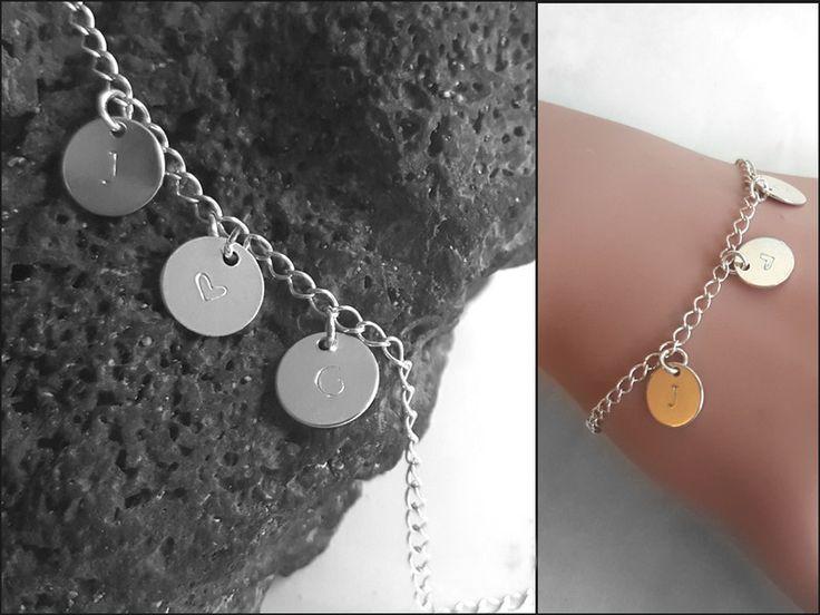 Silberarmbänder -  Initialen Armband, Buchstaben Silber Schmuck  - ein Designerstück von ATIGGA bei DaWanda. Hübsches Armband aus 925er Silber mit drei Buchstabenplättchen. Die Länge kann individuell angepasst werden.