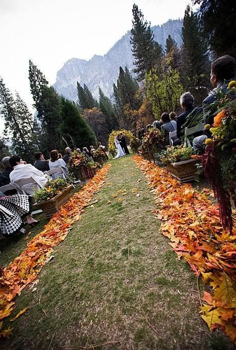 #Wedding aisle walk way outlined with #fall leaves. No cost here! Get inspired at diyweddingsmag.com