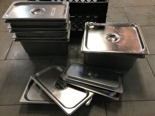 RESTAURANT SUPPLY ASSORTMENT OF STAINLESS STEEL INSERTS WITH LIDS