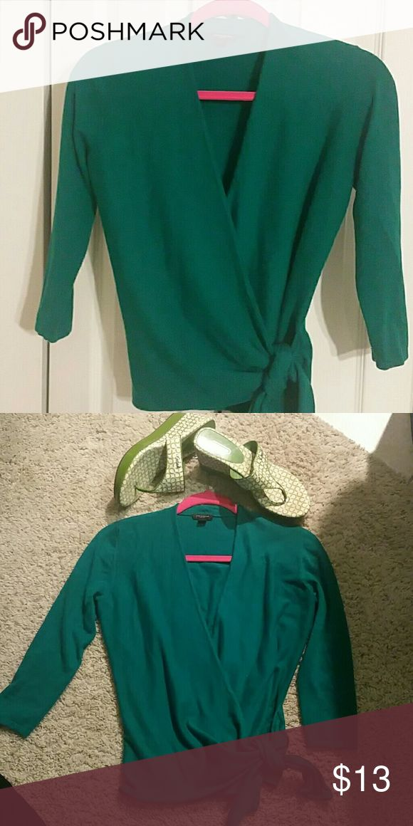 Ann Taylor's women's top A pretty green women's top it tie on the side,   Machine washable In good conditions Ann Taylor Tops Blouses
