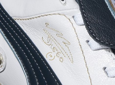 Detailing on the Puma King Diego Finale football boots