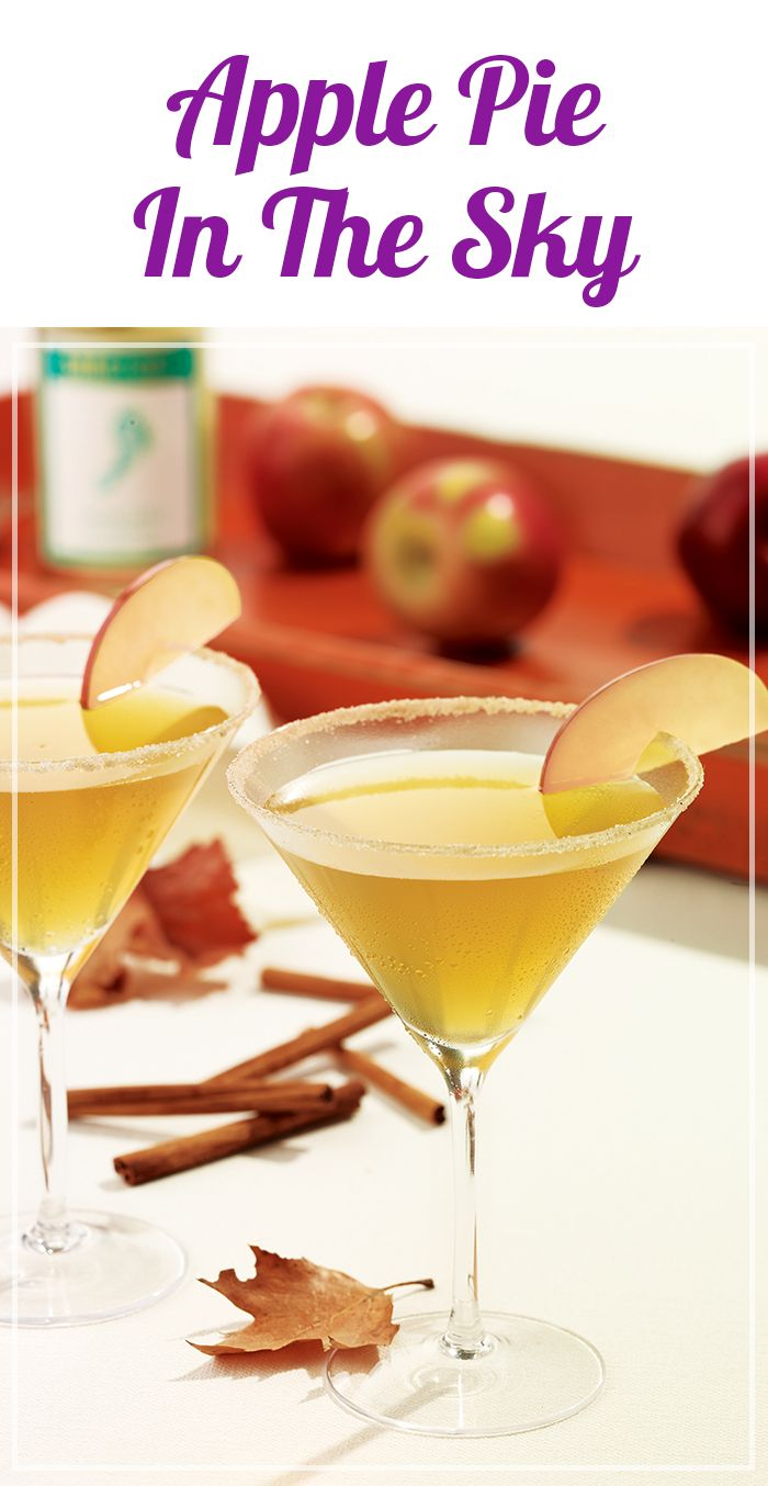 Apple pie lovers, this cocktail recipe is for you! Make it this Thanksgiving using Barefoot Moscato.