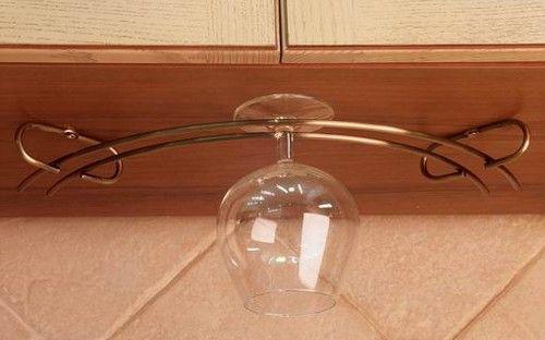 держатель для фужеров под кухонным шкафчиком