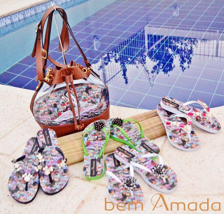 Olha que show essa coleção da Bem Amada. Estampa de Favela!!! Além de chique, não só para a praia. A favela também pode ser quesito moda! #Sandálias #Bolsas #BemAmada #Moda2015 #Verão #Summer2015 #AdoroPresentes #Moda