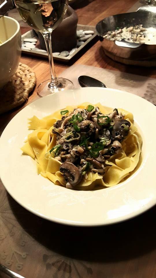 Pappardelle met paddenstoelen en lente-ui