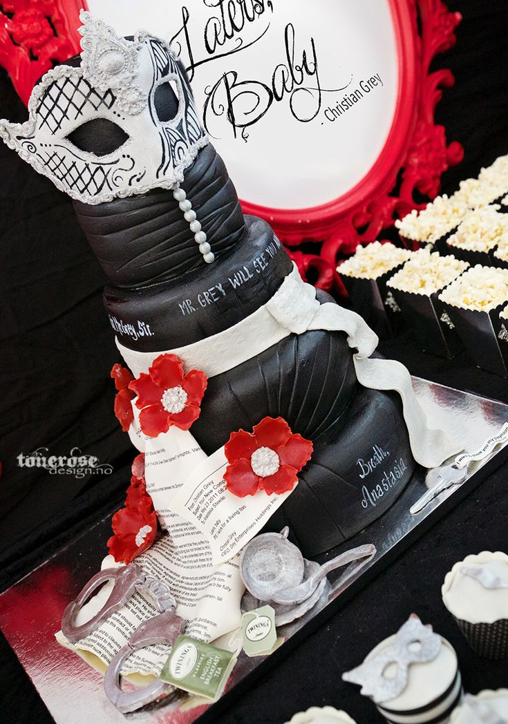 Fifty shades of grey // red velvet cake // marzipan // all edible