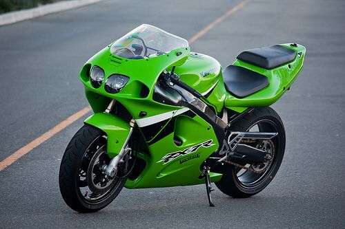 One of my favorite Kawasaki (zx7r) bikes of all time.