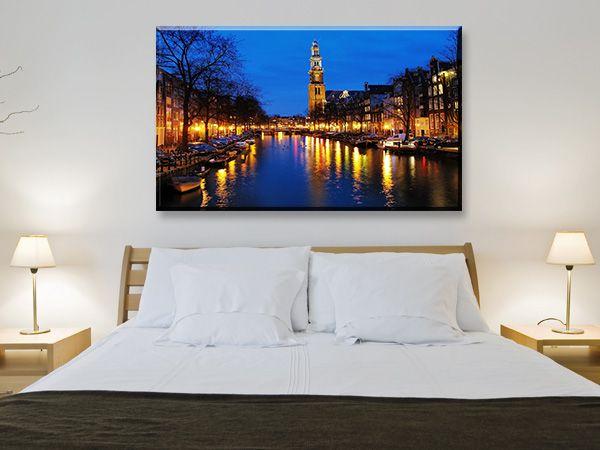 ΟΛΛΑΝΔΙΑ : Θέα το βράδυ στη δυτική εκκλησία σε κανάλι στο Άμστερνταμ