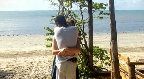 This Photo of Two People Hugging Seems Normal, But Everyone on the Internet is Very Confused By It