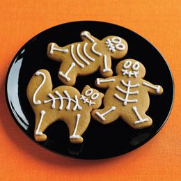 Halloween cookies.: Halloween Parties, Skeletons Cookies, Gingerbread Skeletons, Recipe, Food Ideas, Gingerbread Cookies, Halloween Treats, Halloween Food, Halloween Cookies
