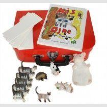 Kufferter til dialogisk læsning og andre konkrete materialer der støtter sprogindlæringen.