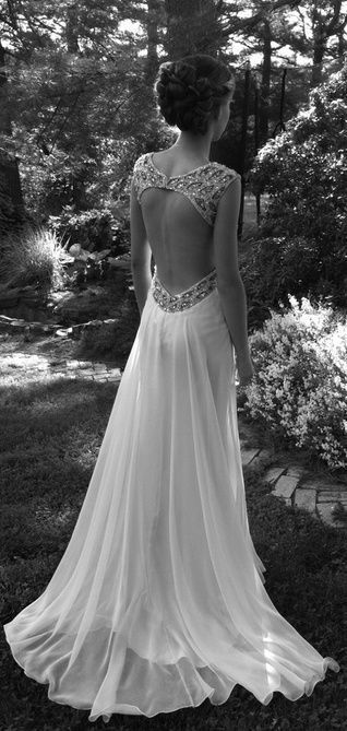 Love the detailing on this dress