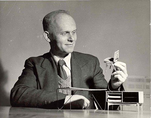 1.Fred_Lowen_with_small_model