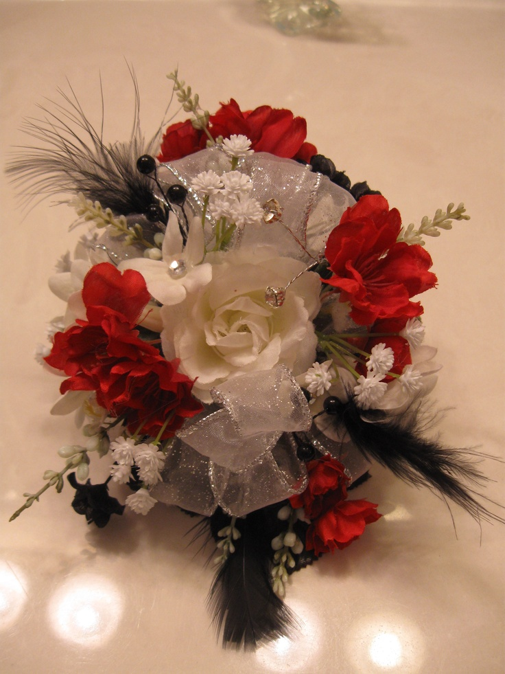 Wrist corsage By: Vickie LoftisWrist Corsage, Floral Design, Homecoming Flower, Living Flower, Vicky Loftis, Favorite Flower