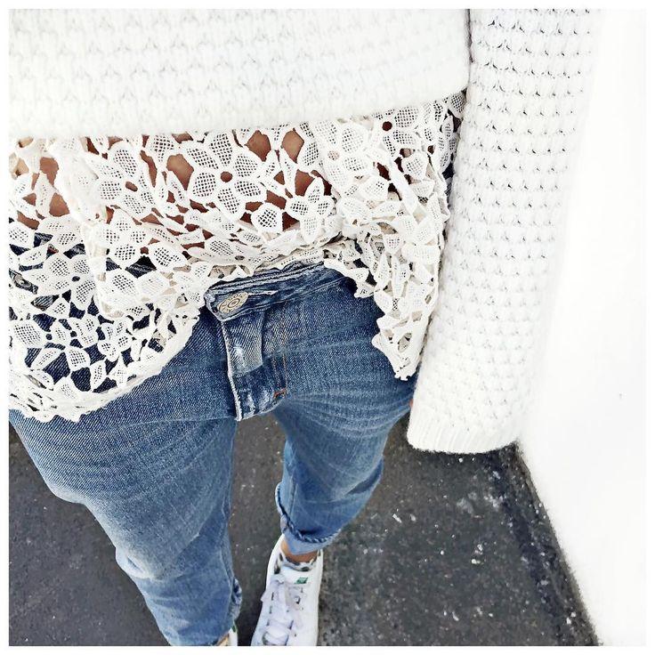 Â«Pull retourné et dentelle apparente (tu n'étais pas loin @rbkmim) ⚪️ Bonne soiree! • Cashmere Knit #ericbompard (on @ericbompard) • Lace top #bash (old) •…Â»: