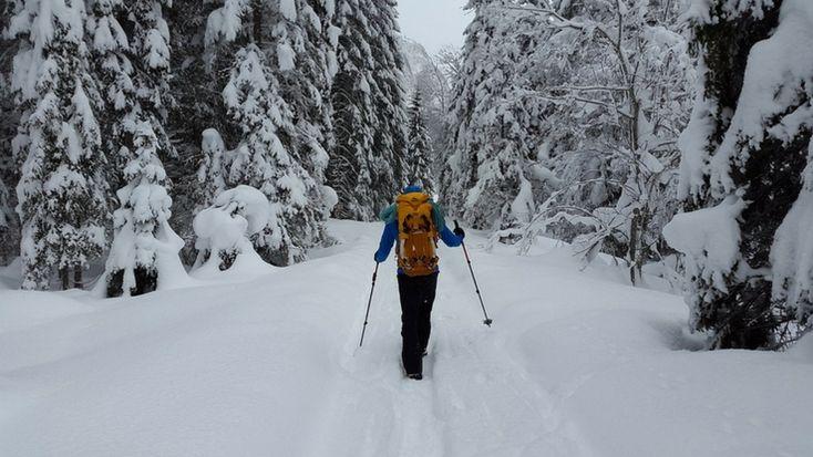 5 Top Tips for Safe Hiking in Winter Wonderlands #winter #hike #hiking #travel