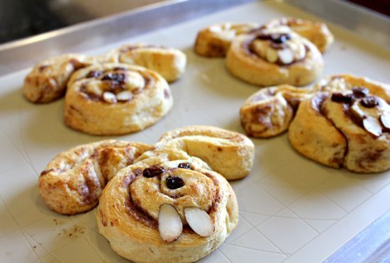 Easter breakfast idea: Mornings Breakfast, Easter Idea, Bunnies Cinnamon, Cinnamon Rolls, Easter Crafts, Cute Idea, Easter Bunnies, Breakfast Idea, Easter Treats