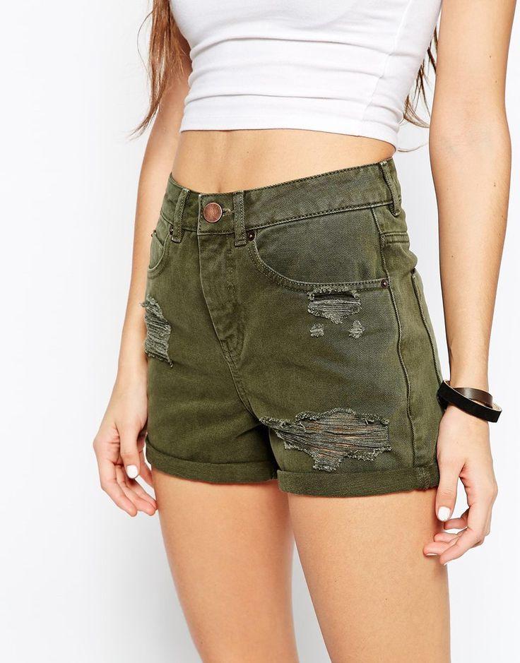Imagen 3 de Pantalones cortos vaqueros en caqui con roturas Mom de ASOS
