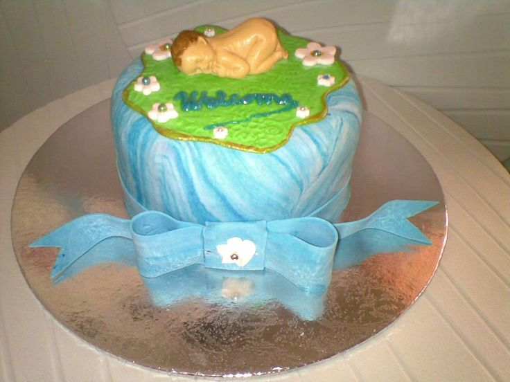 Simple baby cake decoration