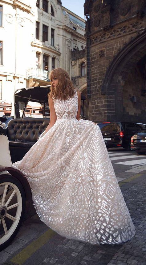 Glamorous Art Deco wedding gown by Birenzweig Designs. Enjoy RUSHWORLD boards, WEDDING GOWN HOUND, UNPREDICTABLE WOMEN HAUTE COUTURE and ART A QUIRKY SPOT TO FIND YOURSELF. Follow RUSHWORLD! We're on the hunt for everything you'll love!