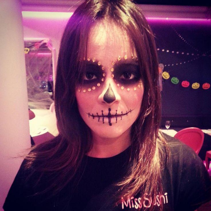 Maquillaje por las alumnas de #Tevian     -      #skull #catrina #makeup #maquillaje #halloween #diadelosmuertos #calavera #zombie #beauty