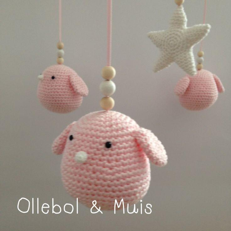 Muziek mobiel met roze vogeltjes en ster