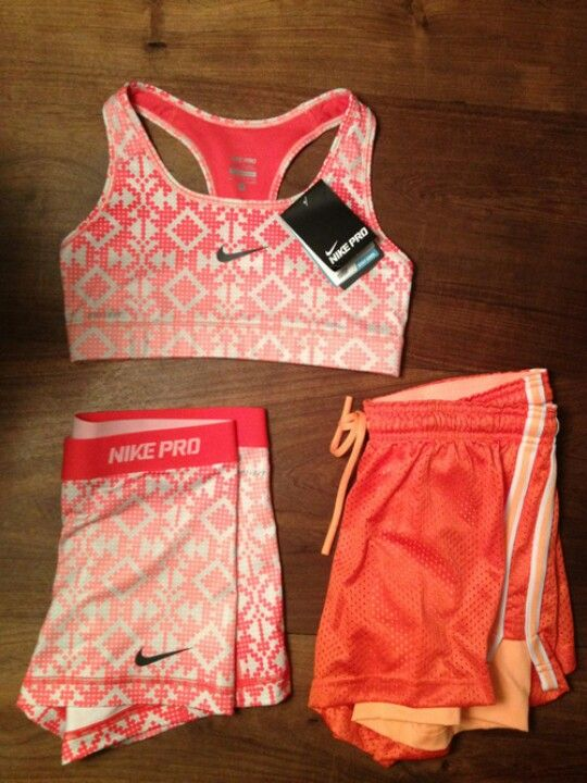 Perrrrrrfff Nike set. Especially the graphic sports bra and Nike pro shorts | Things I want ...