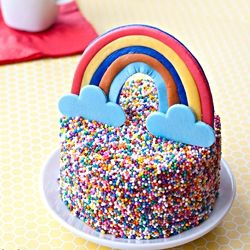 Rainbow cake - Mini cake with sprinkles and rainbow. Easy to make with KIDS. Tutorial included...