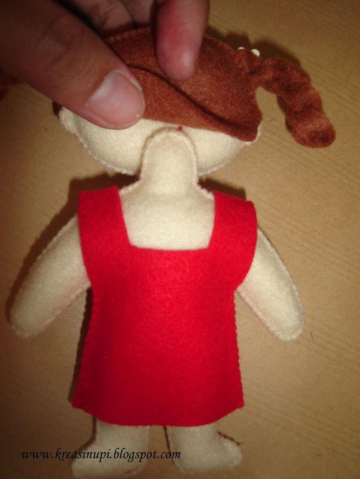 NOTE: Pinned not so much for tut and pattern but for way of attaching the head and doing the hair.