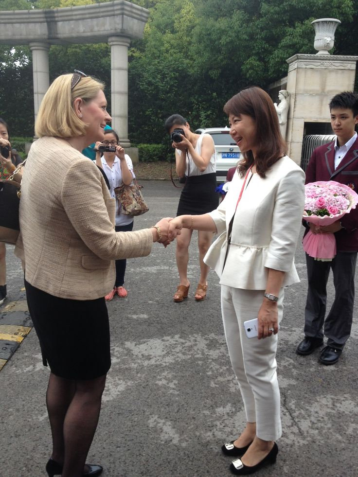 Murdoch University reps were in Shanghai on the 24th June to see the Perth  Lord Mayor (@LisaScafPerthLM) meet with the Principal of Golden Apple Campus in Shanghai!