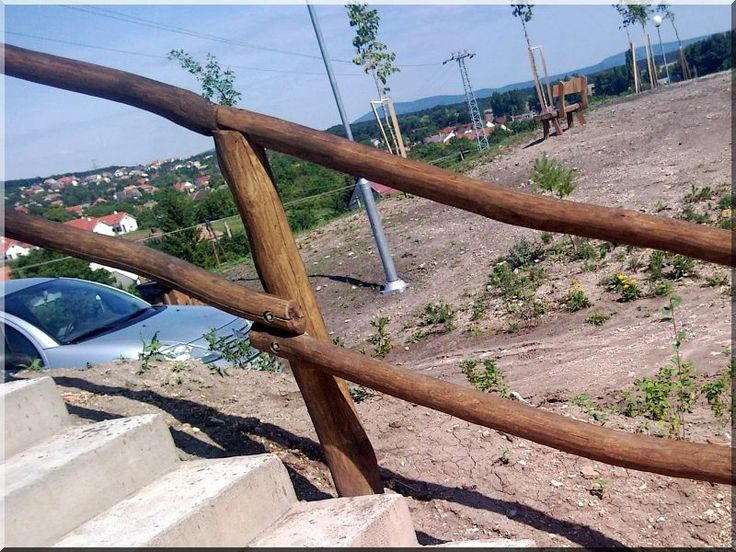 Fa korlát csiszolt akácfa oszlopokból