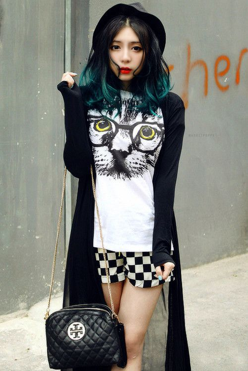 Its sooo. . . Quirky Chic with some eccentric-ness We are obviously huge cat fans at Knack, and this is rocking our world!