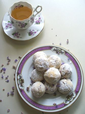 "These lovely lavender teacakes take advantage of the herb's sweet old-fashioned scent {recipe} ""Reta's Lavender Teacakes"""
