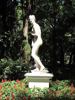 """Escultura """"Venus"""" :: Jardín Botánico Carlos Thays"""