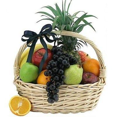 Подарочная корзина фруктов с бесплатной доставкой в Москве http://www.dostavka-tsvetov.com/korziny-s-fruktami/sladkoe-mgnovene
