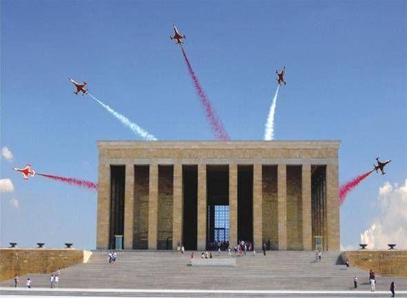 Türk Yıldızları Anıtkabir Üzerinde