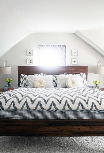 Love the mix of patterns for bedding. Link is dead but want pic for reference.