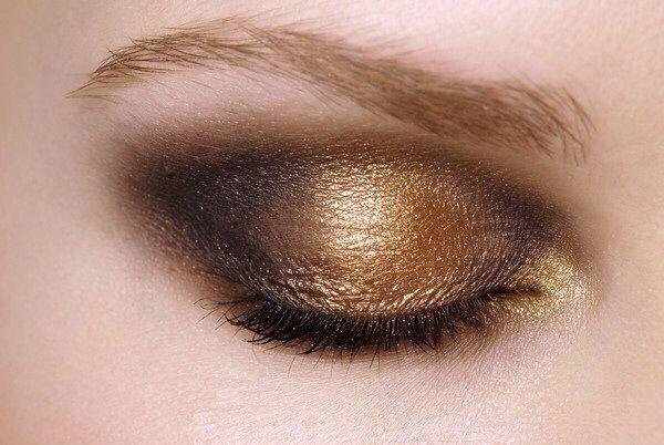 Makeup at Oscar de la Renta F/W 2008