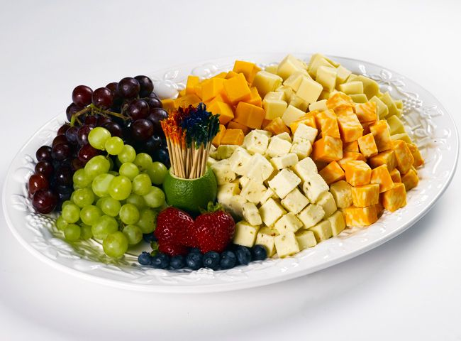 The Cubed Cheese & Fruit platter features pepper jack, cheddar, colby and Swiss cheese cubes with grapes and seasonal berries. A Spec's gourmet platter.