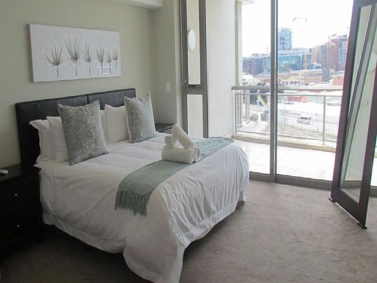 Canal Quays 708 - Canal Quays 708 is situated in Cape Town's Foreshore, a short distance away from the exciting V&A Waterfront.The apartment, which has two bedrooms, features an open-plan fully equipped kitchen, a six-seater ... #weekendgetaways #dewaterkant #capetowncentral #southafrica
